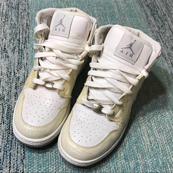 Nike Air Jordan 1 Phat Carbon Fiber sneakers. M 5ab598276bf5a6b7c3694af4 151254d90